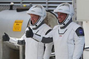 Elon Musk 'ın SpaceX şirketi, ISS'ye ilk kez insanlarla birlikte bir gemi gönderdi
