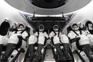 NASA ve Elon Musk'tan SpaceX, Crew Dragon'da ISS'ye ilk düzenli uçuşu başlattı